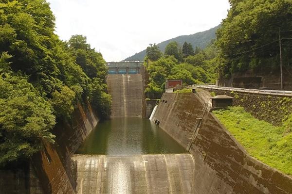 ドローンによるダムの点検