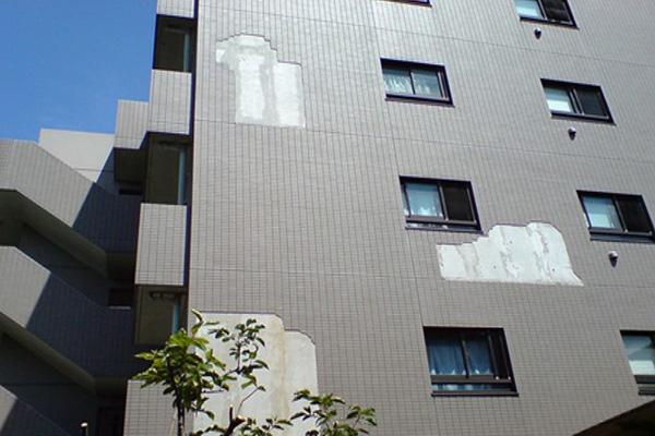 ドローンによるビルの外観チェック